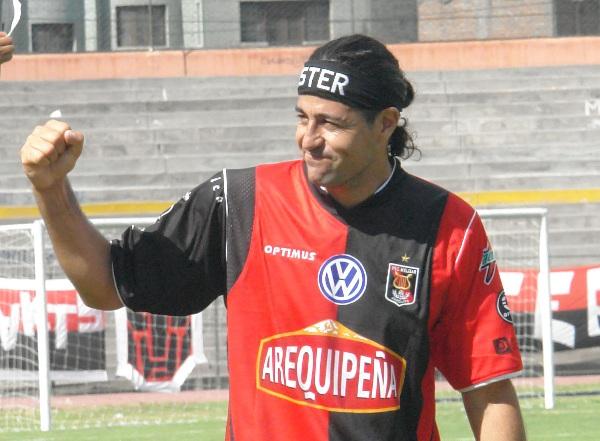A Ibarra le costó demasiado celebrar sus tantos frente a un equipo con el que supo vivir jornadas de éxito (Foto: Prensa FBC Melgar)
