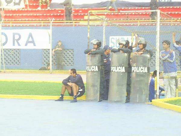 Quinteros lamenta su tontería, que dejó a Alianza a merced de San Martín muy temprano (Foto: Abelardo Delgado / DeChalaca.com)