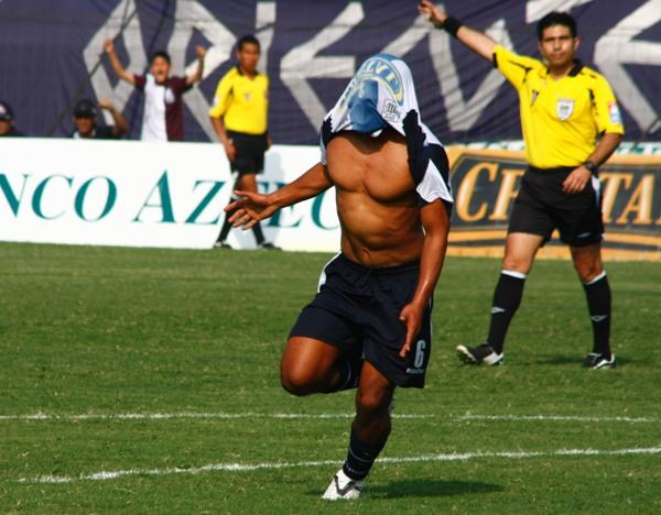 Fernández celebra su gol. Alianza empezó ganando en el momento preciso (Foto: Andrés Durand / DeChalaca.com)