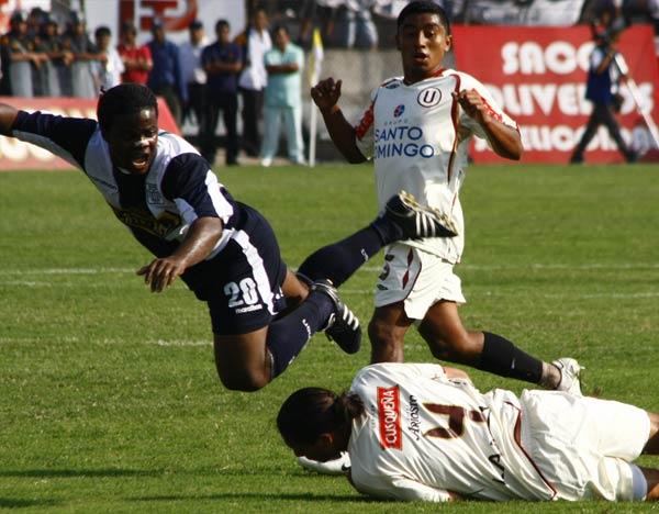 Galván antes que Montaño, como casi toda la tarde le ocurrió al colombiano (Foto: Andrés Durand / DeChalaca.com)