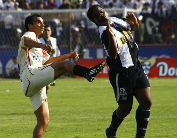 La derrota con la 'U' en Matute a tres fechas del final del Clausura 2008 dejó a Alianza en riesgo de un descenso que finalmente salvó. (Foto: archivo DeChalaca.com)