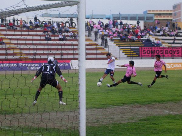 El remate cruzado de Meza cuadra para batir a Rosales y decretar el 1-2 (Foto: Diario de Chimbote)