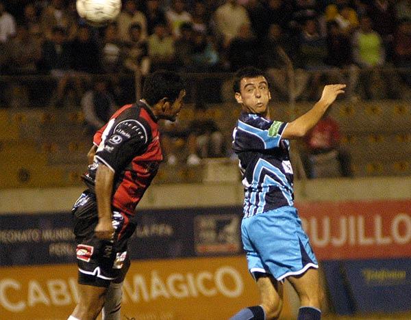 El 'Gabo' en el salto con 'Magaly' Ramos (Foto: diario La Industria de Trujillo)