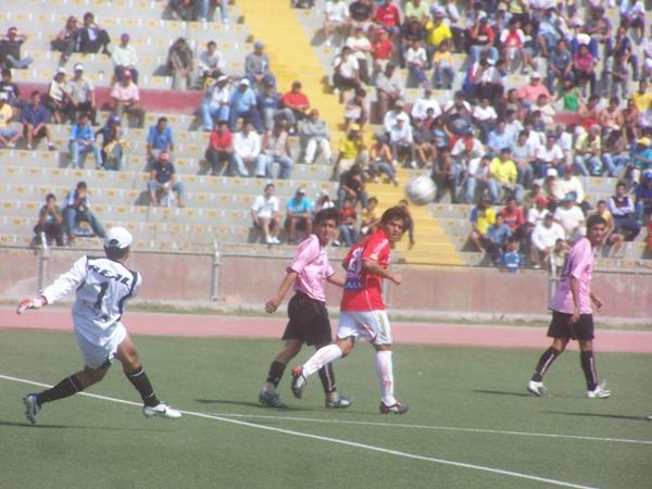 El arquero rosado Éxar Rosales jugó contra su ex equipo y vio su valla batida en dos ocasiones (Foto: diario La Industria de Chiclayo)