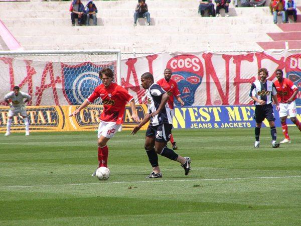 Mauricio Montes fue muy marcado en el partido por Juan Carlos La Rosa (Foto: Diario del Cusco)