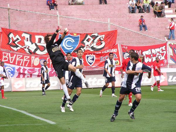 Libman fue el sacrificado de la tarde: nada pudo hacer para evitar los cuatro goles que recibió de Cienciano (Foto: Diario del Cusco)