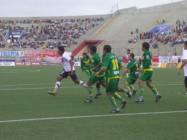 Ángelo Cruzado reapareció, pero no pudo marcar en el arco ancashino (Foto: Diario de Chimbote)