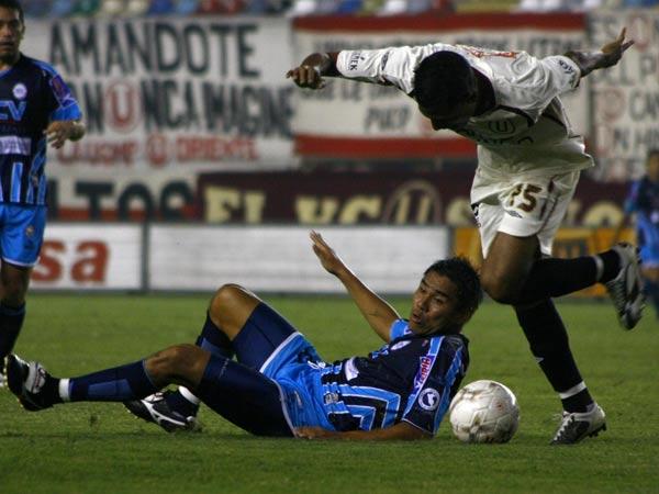 Ramírez la disputa con Ugaz, hasta en el suelo (Foto: Andrés Durand / DeChalaca.com