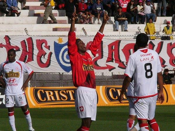 VIEJO ZORRO. Manuel Marengo se animó al ataque y marcó el 2-2 definitivo (Foto: Diario del Cusco)