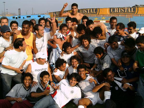 San Martín la vez en que obtuvo su primer título nacional. Una imagen que se quedará en el recuerdo albo (Foto: Gian Saldarriaga / DeChalaca.com)