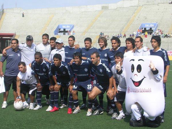 PONLE UN MARCO. La postal histórica del equipo bicampeón de la San Martín. Claro, la 'Muela' también (Foto: Diario de Chimbote)