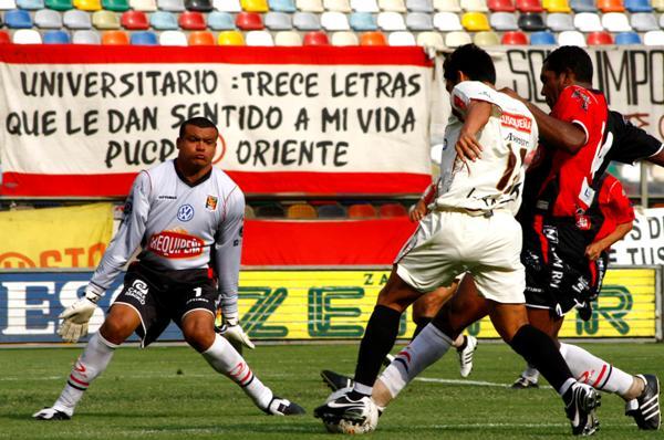 ACHICANDO OPCIONES. Rodríguez fue uno de los causantes que Universitario no lograra la victoria (Foto: Andrés Durand / DeChalaca.com)