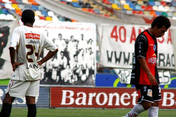 QUE NO ME VEAN. Correa marcó el primero y dejó enfadados a sus ex compañeros (Foto: Andrés Durand / DeChalaca.com)