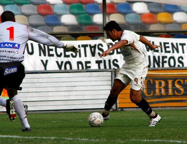 SUAVE DEFINICIÓN. 'Malingas' le pegó sutilmente y dio ventaja a los merengues (Foto: Andrés Durand / DeChalaca.com)