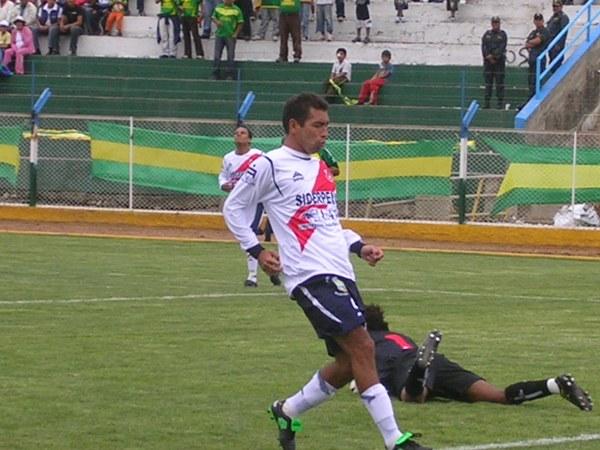 EL DE LOS GOLES BONITOS. Paul Cominges debutó con un tanto en el arco de Hermoza (Foto: Diario de Chimbote)