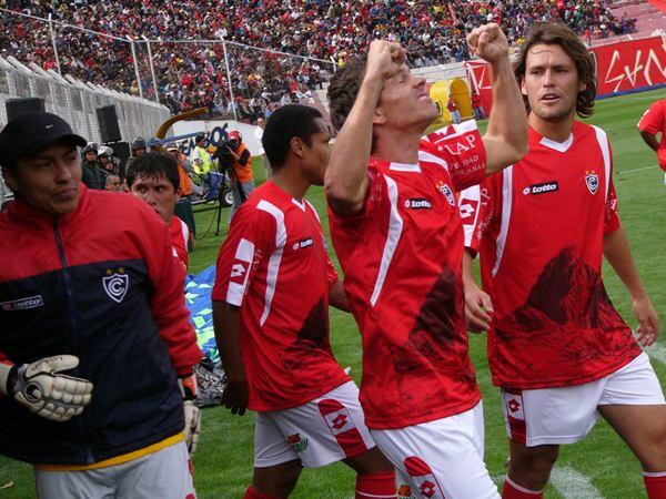 FECHA 1. El colombiano Romero celebra. Era el estreno con triunfo ante Melgar, el clásico rival. Todo era felicidad (Foto: Diario del Cusco)