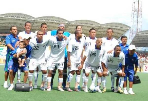 DIGAN CHIS. La oncena iquiteña posa para el recuerdo. Fue la primera victoria del campeonato (Foto: cnideiquitos.com)