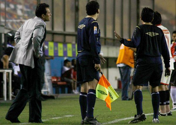 CABEZA FRÍA. Reynoso anda tranquilo: hace los cambios que quiere y su equipo igual obtiene resultados (Foto: Andrés Durand / DeChalaca.com)