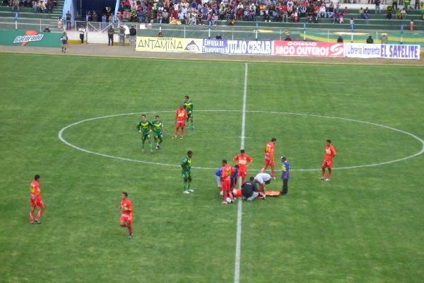 Escenas del primer partido que protagonizaron Sport Áncash y Sport Huancayo. Fue en Caraz, por el Descentralizado 2009: El 'Rojo Matador' ganó por 1-2 (Foto: Julián Osorio)