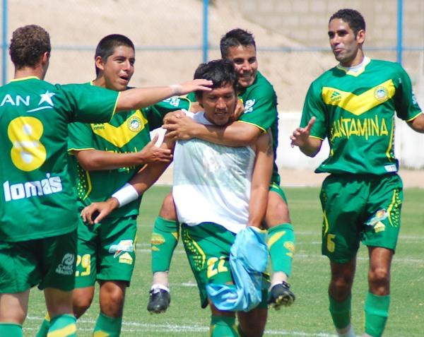 FECHA 6. En Tacna, inesperadamente, la primera sonrisa del año: Serrano anotó de penal, celebró y lo expulsaron (Foto: Radio Uno de Tacna)