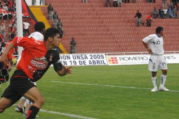 Ante CNI, Fajardo marcó en Primera con las sedas de Melgar. (Foto: prensa FBC Melgar)