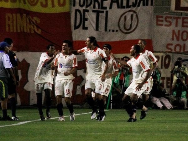GRITO DE GUERRA. Vásquez festeja su gol con sus compañeros y todo Norte (Foto: Andrés Durand / DeChalaca.com)