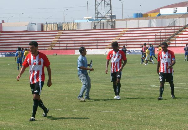 CARAS LARGAS. Total Chalaco no jugó bien y perdió dos puntos. Por ello, el lamento del uruguayo Vázquez y compañía (Foto: Abelardo Delgado / DeChalaca.com)