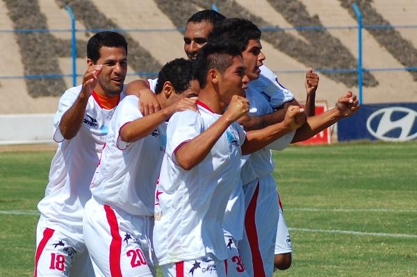 BUENA CHATO. Aldo Olcese se despachó con dos goles y pide la titularidad que se le ha negado desde principio de año. El 'Chato' ingresó en el segundo tiempo y les cambió la cara a los chalacos (Foto: Radio Uno de Tacna)