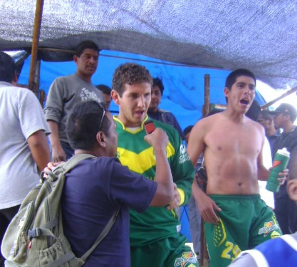 FECHA 11. La nota curiosa del año fue el debut como jugador del golero Marco Rojas -en la foto- frente a CNI (Foto: Julián Osorio Sánchez)