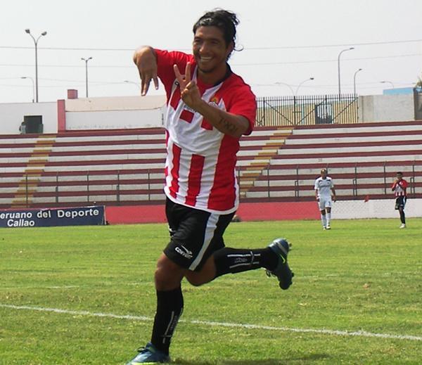 CUATRO A DOS. Mostto inauguró su cuenta goleadora personal en el año y festejó señalando el marcador con los dedos (Foto: Abelardo Delgado / DeChalaca.com)
