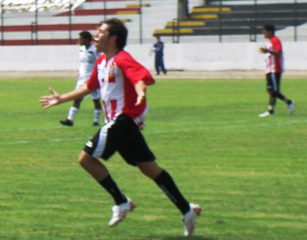 DE LA RAJA. Muñoz no sólo marca algún gol, sino que asiste y termina siendo la figura (Foto: Abelardo Delgado / DeChalaca.com)