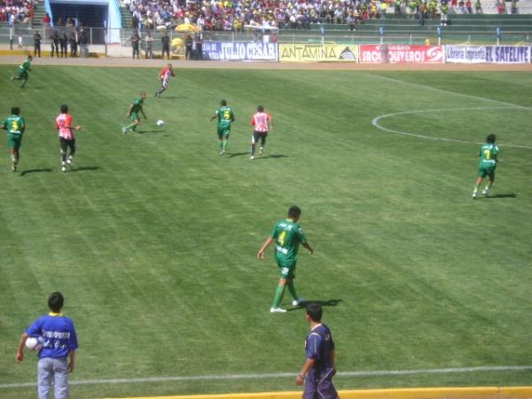 NO APROVECHÓ. Pese a que en algunas jugadas los verdes se mostraran más numerorosos, Chalaco fue más efectivo (Foto: Julian Osorio Sánchez)