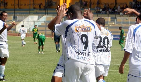Roberto 'La Foca' Farfán celebra el primer gol con el que Alianza Atlético se impuso al Áncash en el Campeones del 36 (Foto: Juan Ramírez)