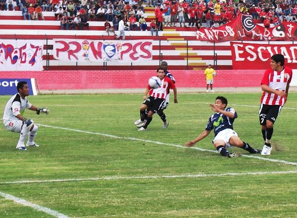 FECHA 15. El 'Papá' fue el hijo de Total Chalaco. Cienciano cayó goleado dos veces en el Callao: la primera fue por 4-0 y, otra vez, con el goleador a tope (Foto: Abelardo Delgado / DeChalaca.com)