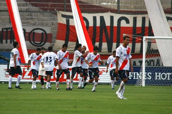 Molina, con camiseta de Gálvez, ante Universitario por la temporada 2009. (Foto: archivo DeChalaca.com)