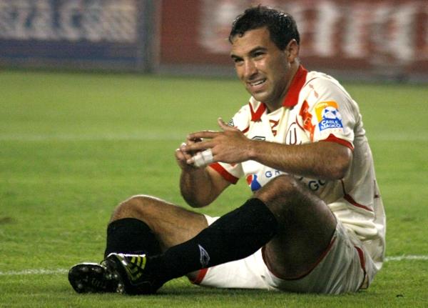 Perillo, sentado, como siempre. Como debió quedarse (Foto: Andrés Durand / DeChalaca.com)