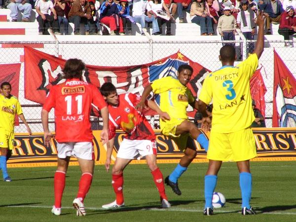 FECHA 19. Cienciano y Cristal protagonizaron uno de los partidos más emotivos de los últimos tiempos. Fue un 5-5 que deleito a los espectadores, sobre todo en el segundo tiempo (Foto: Diario del Cusco)