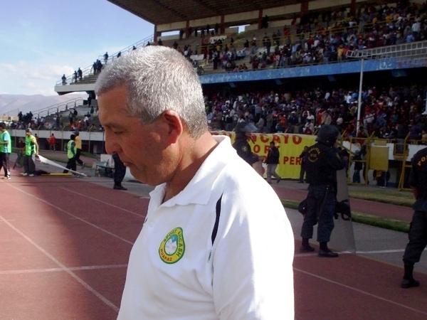 FECHA 20. En Huancayo, con un 3-0 que significó su octava derrota consecutiva, Ferrín agachó la cabeza y dejó el banquillo ancashino (Foto: diario Primicia de Huancayo)