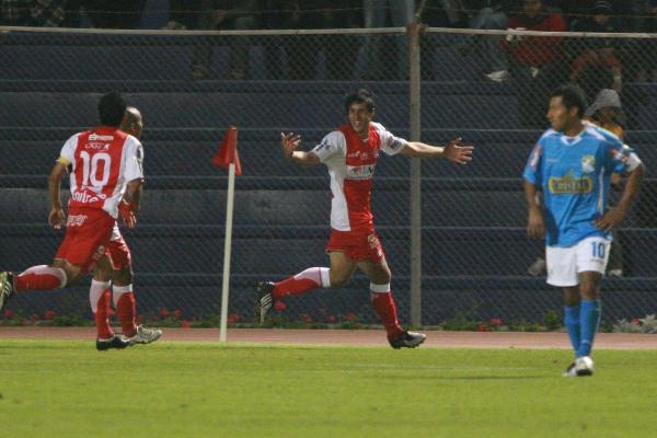 Último enfrentamiento entre Bolognesi y Sporting Cristal en el Jorge Basadre. Ambos se eliminarán en la primera etapa del Torneo Intermedio (Foto: Radio Uno de Tacna)