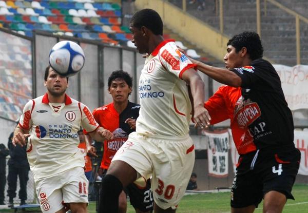 Conde en 2009, cuando se perfiló como un delantero prometedor en Universitario. (Foto: archivo DeChalaca.com)