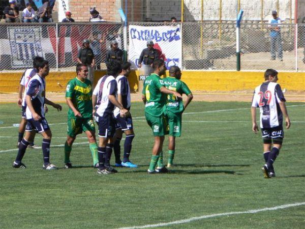 FECHA 28. Alianza no pudo en Caraz y perdió 2-0 contra el recuperado equipo de 'Ropero' Flores (Foto: Marco Olaza)