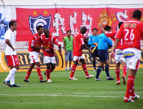 Talaviña celebra un primer gol en Primera ante Bolognesi. (Foto: Diario del Cusco)