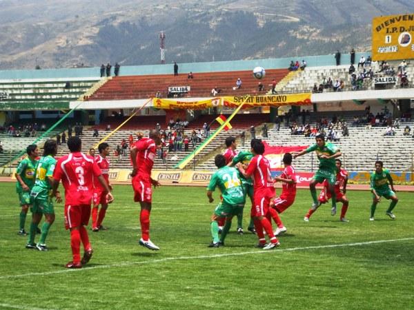 Imagen de la anterior visita que Roberto Mosquera hizo a Huancayo como técnico de Bolognesi y en la que cayó por 2-1 en 2009 (Foto: diario Primicia de Huancayo)