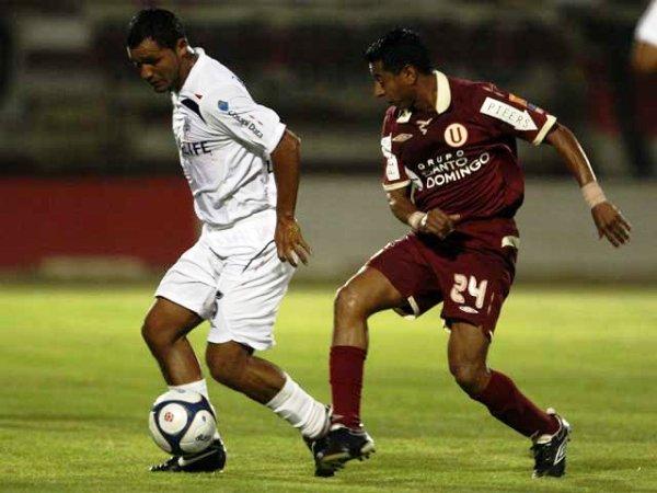 FECHA 42. En fenomenal noche del 'Churrito' Hinostroza, el 1-0 sobre Universitario en el Callao selló la participación continental alba (Foto: RPP)