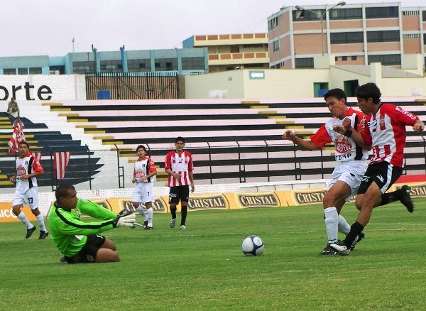 SACÓ VARIAS. El uruguayo Rodríguez fue figura en Melgar. Sacó varios remates chalacos en todo el partido (Foto: Abelardo Delgado / DeChalaca.com)