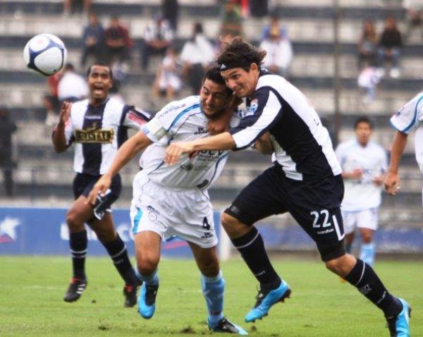 CON LA MANZANA ATRAGANTADA. Fernández no pudo anotar y la marca de 'Manzanón' Hernández lo superó (Foto: Peru.com)