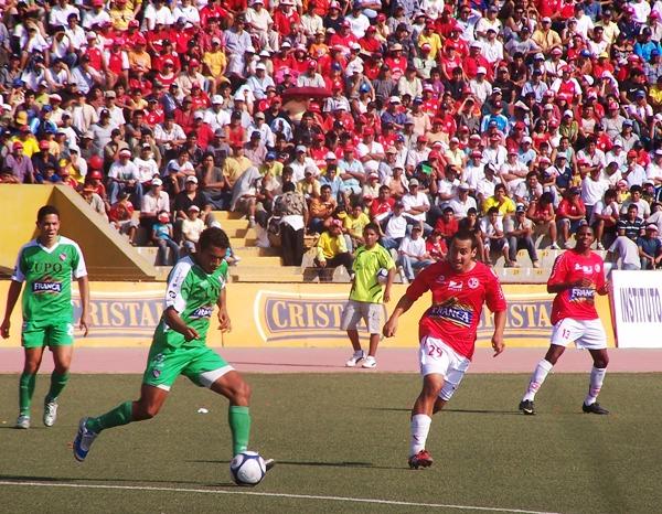 DESPUÉS DE TIEMPO. Fernando García volvió a encontrarse con el gol. Todo el partido estuvo atento al error rival (Foto: La Industria de Chiclayo)
