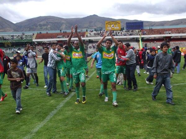 MERECIDA OVACIÓN. Huancayo cerró su campañón de estreno en Primera con un meritorio cuarto lugar (Foto: diario Primicia de Huancayo)