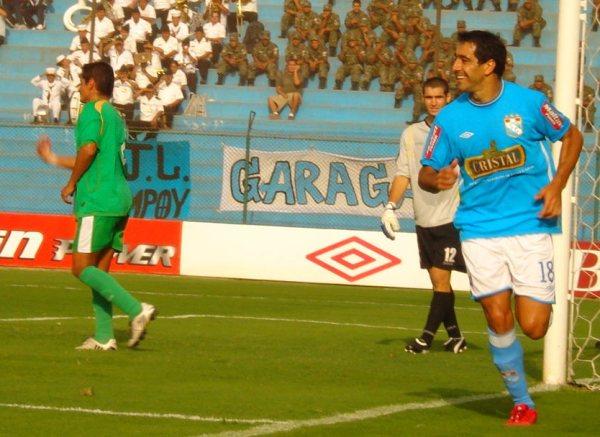 Cristal tuvo una magra participación en el torneo, pero el 'Chino' Ximénez marcó la diferencia en su retorno a tienda celeste. El charrúa fue el goleador del equipo (Foto: Abelardo Delgado / DeChalaca.com)