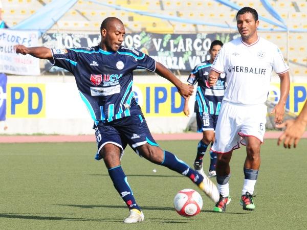 FECHA 10. En Trujillo, volvió a perder. Una rápida expulsión de Hinostroza provocó una derrota por 2-0 frente a la Vallejo. (Foto: diario La Industria de Trujillo)